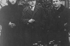 Георгий Леонидзе, Геронтий Кикодзе, Тициан Табидзе. Тбилиси. Сад Дворца писателей. 1920-е годы