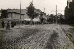 Ольгинская улица вид из центра. Слева Дом Мелик-Азарянца, напротив дома на месте которых стоит здание Академии Наук