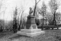 Памятник Гоголю (фотография Дмитрия Ермакова)