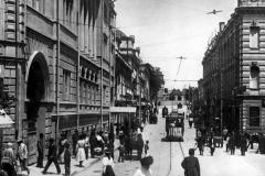 Дворцовая улица. Слева Штаб Кавказкой Армии