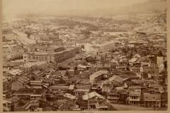 Вид на Эриванскую площадь с Сололакского хребта. Самое массивное здание - караван-сарай Тамамшева.
