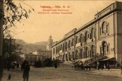 Караван-сарай Тамамшева, вдалеке Гордская Дума.