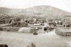 Вид на коллектор Аванантхеви и Мухранскую улицу с левого берега Куры