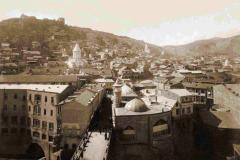 Метехский мост. Вид то Метехской крепости. Справа за мостом мечеть шаха Аббаса
