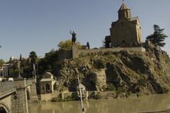 Часовня святого Або Тбилисского. Под памяником Вахтангу Горгосали рядом с мостом.