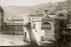 Метехский мост и мечеть шаха Аббаса. Фотография Дмитрия Ермакова.