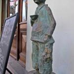 Фигурки человечков на проспекте Руставели