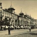 На первом плане здание Палас Отеля на Головинском проспекте (проспект Руставели) фото начала XX века