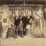 Продавец шерстяных носков и войлочных шапок. Фотография Дмитрия Ермакова