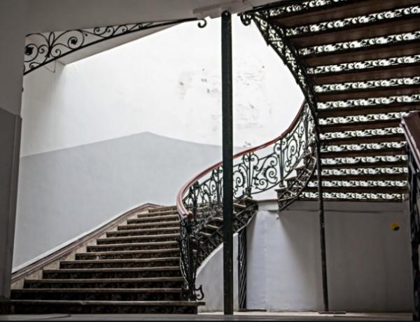 Дом с лестницей (Кикодзе)