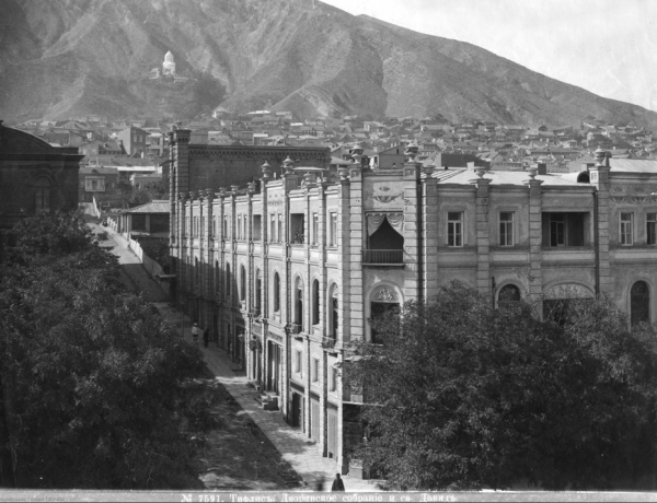 Дом Cвязи, мемориал демонстрации 1956 года